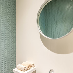 Modern style bathrooms by Aangenaam Interieuradvies Modern