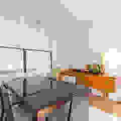Modern dining room by Aangenaam Interieuradvies Modern