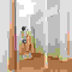 Modern corridor, hallway & stairs by Aangenaam Interieuradvies Modern