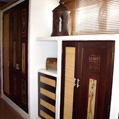 Colonial style dressing rooms by Antiqva Colonial