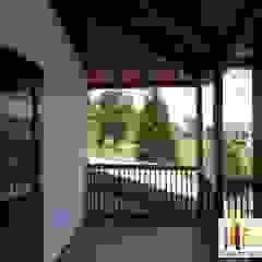 Balcones y terrazas de estilo moderno de PREFABRICASA Moderno