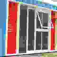 Módulo Casa Container Marília CCM-01 Portas e janelas ecléticas por Casa Container Marilia - Arquitetura em Container Eclético Alumínio/Zinco