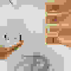 Phòng tắm phong cách Bắc Âu bởi Ale design Grzegorz Grzywacz Bắc Âu