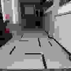 Modern Residence Modern garage/shed by RAVI - NUPUR ARCHITECTS Modern Tiles