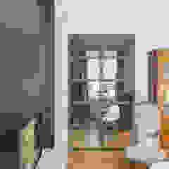 Un Haussmannien décoré Salon classique par Dominique Marcon Classique