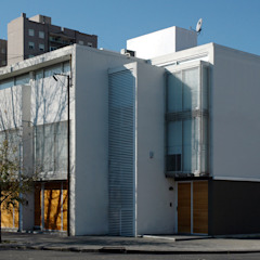 Modern houses by costa & valenzuela Modern