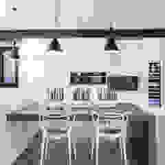 New Build-Staging Modern kitchen by Frahm Interiors Modern