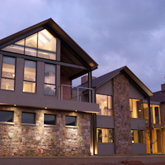 Walkersons House Rustic style house by Urban Habitat Architects Rustic