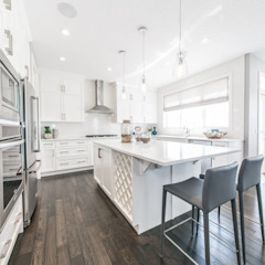 Broadview Showhome Modern kitchen by Sonata Design Modern