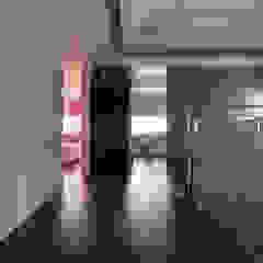 時尚精品宅 Modern corridor, hallway & stairs by 大荷室內裝修設計工程有限公司 Modern