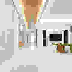 Couloir, entrée, escaliers originaux par Unicorn Design Éclectique