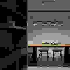 Phòng ăn phong cách hiện đại bởi 大荷室內裝修設計工程有限公司 Hiện đại