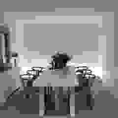 Salle à manger minimaliste par casa&stile interior design e ristrutturazioni Minimaliste