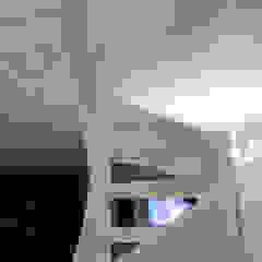 Couloir, entrée, escaliers minimalistes par casa&stile interior design e ristrutturazioni Minimaliste Béton armé