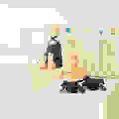 Quarto de bebé retro Quartos de criança clássicos por Perfect Home Interiors Clássico