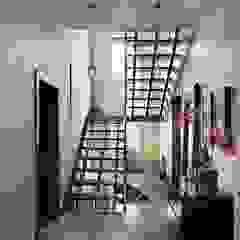 Irina Derbeneva Ingresso, Corridoio & Scale in stile moderno