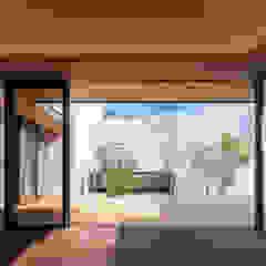 神沢の家 ミニマルデザインの リビング の Architet6建築事務所 ミニマル ガラス