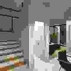 Projeto C&M5-52 Corredores, halls e escadas campestres por Estúdio 12b Campestre
