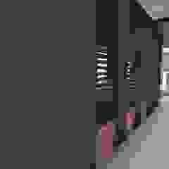 Casa Los Cerros Pasillos, vestíbulos y escaleras de estilo moderno de ARQUITECTO JUAN ANDRES GUTIERREZ PEREZ Moderno