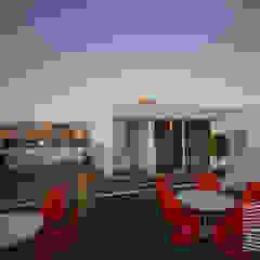 Balcones y terrazas minimalistas de HHRG ARQUITECTOS Minimalista