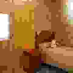 Endüstriyel Yatak Odası RIBA MASSANELL S.L. Endüstriyel Ahşap Ahşap rengi