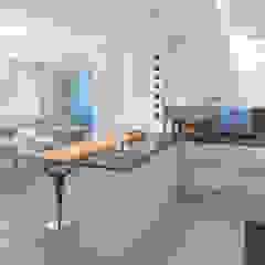 Appartamento privato pieno di luce Cucina moderna di Studio D73 Moderno
