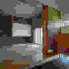 Modern Corridor, Hallway and Staircase by カトウアーキテクトオフィス Modern