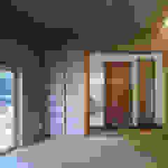 Modern Media Room by カトウアーキテクトオフィス Modern