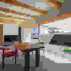 Modern Dining Room by カトウアーキテクトオフィス Modern