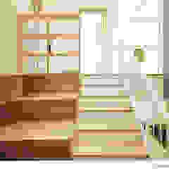 Ingresso, Corridoio & Scale in stile moderno di 소하 건축사사무소 SoHAA Moderno