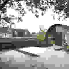 The Ark, Studio: Exterior design storey Casas modernas