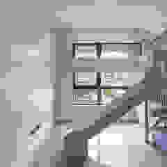 Dormitorios infantiles de estilo moderno de 直譯空間設計有限公司 Moderno