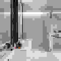 Courtyard House Modern bathroom by ming architects Modern