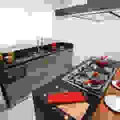 Camila Giongo Arquitetas Associadas - Decoração de Interiores ME Cocinas de estilo moderno Mármol Negro
