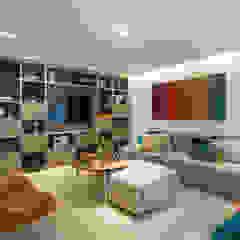 Camila Giongo Arquitetas Associadas - Decoração de Interiores ME Salas de estilo moderno Madera Beige