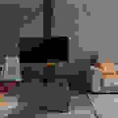 Residência FKL Salas multimídia minimalistas por Bloco Z Arquitetura Minimalista