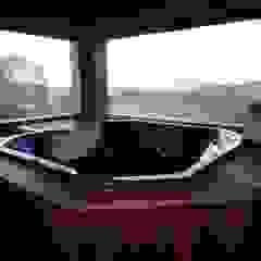 Casa no Cerro Azul Spa campestre por Repsold Projetos e Design Campestre Madeira maciça Multi colorido
