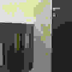 de Arch. Rosalba Di Maio Moderno Madera Acabado en madera