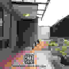 Azjatycki balkon, taras i weranda od 協億室內設計有限公司 Azjatycki