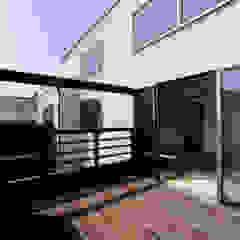 Modern terrace by 豊田空間デザイン室 一級建築士事務所 Modern