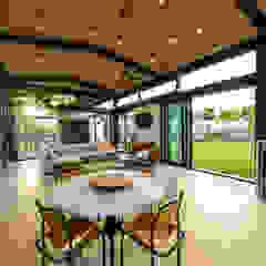 Salas de jantar industriais por Studious Architects Industrial