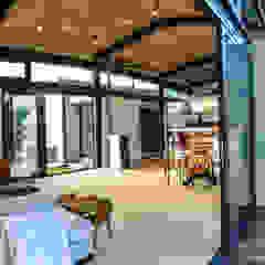 Salas de estar industriais por Studious Architects Industrial