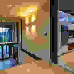 Corredores, halls e escadas industriais por Studious Architects Industrial