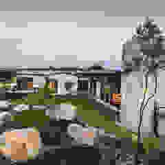 Casas industriais por Studious Architects Industrial
