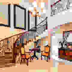 Corredores, halls e escadas coloniais por CORTéS Arquitectos Colonial Mármore