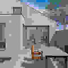 Dick van Aken Architectuur Balcon, Veranda & Terrasse modernes Bois Effet bois