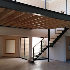 Mezzanine floor and staircase Modern living room by Loftspace Modern