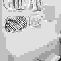 Minimalist dining room by Lucy Attwood Interior Design + Architecture Minimalist