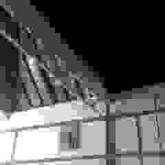 ESTUDIO DE ARQUITECTURA C.A Colonial style balcony, veranda & terrace