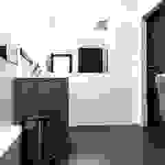 Łazienka w biurowcu od Modeco Creative Studio Industrialny